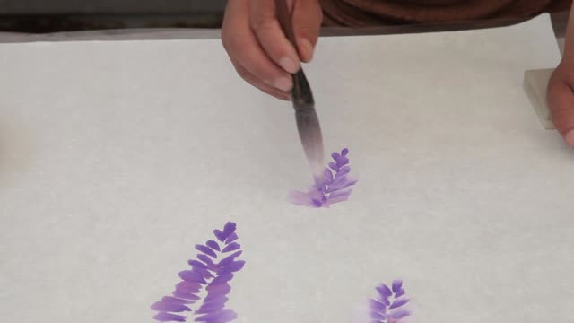a man paints chinese paintings on paper in china. - 刷毛点の映像素材/bロール
