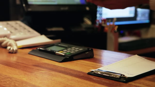 cu man paying a bill with korean won and receiving change / seoul, south korea - サービス点の映像素材/bロール