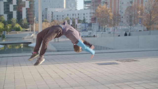 man performing several handstand backflips at barcelona - sport concepts - akrobatische aktivität stock-videos und b-roll-filmmaterial