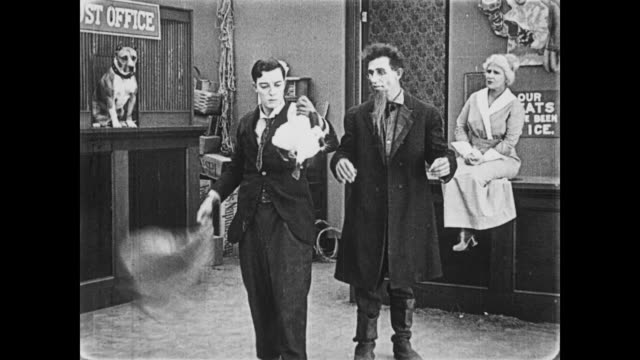 vídeos de stock, filmes e b-roll de 1919 man (buster keaton) performs magic act in country store - mágico