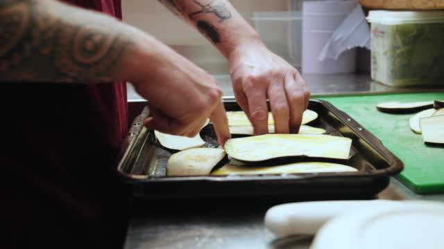 man placing zucchini - nur männer über 30 stock-videos und b-roll-filmmaterial