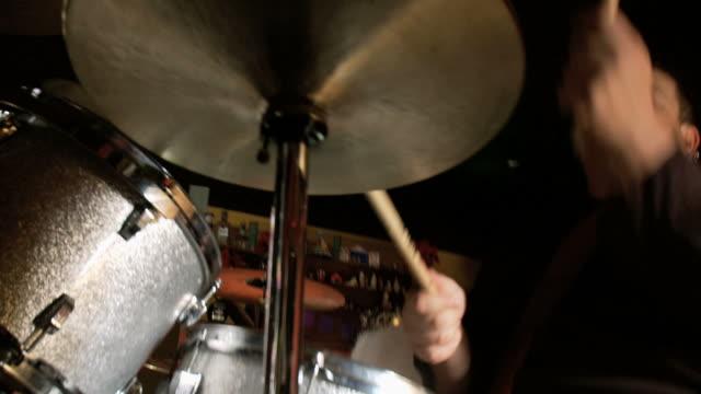 ms pan man playing drums in bar / jacksonville beach, florida, usa - trommel stock-videos und b-roll-filmmaterial