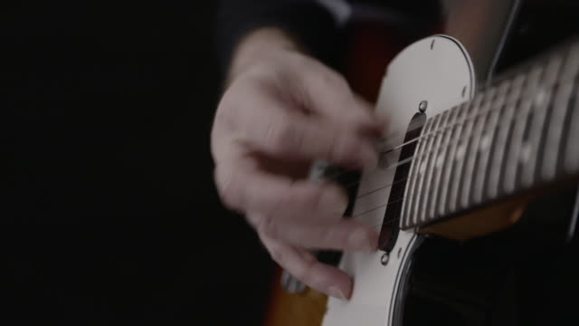 man playing electric guitar - atelier stock-videos und b-roll-filmmaterial