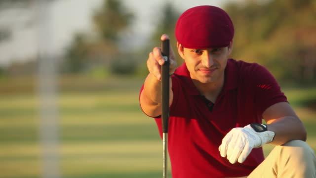 man playing golf  - schiebermütze stock-videos und b-roll-filmmaterial