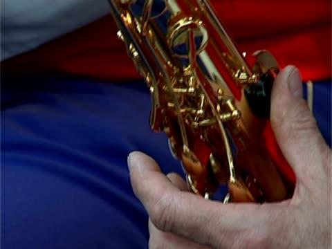 man playing saxophone - människofinger bildbanksvideor och videomaterial från bakom kulisserna
