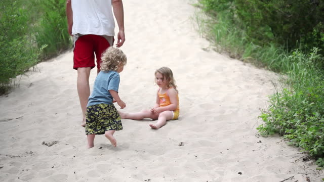 ms tu man playing with little girl and boy on sand dune / toronto, ontario, canada - kelly mason videos stock videos & royalty-free footage