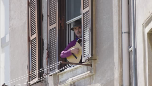 man plays 'bella ciao' on the guitar at italy liberation day celebrations on april 24, 2020 in rome, italy. italy continues its lockdown to contain... - roman stock videos & royalty-free footage