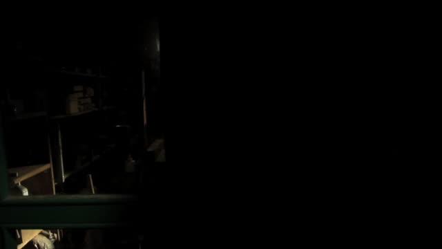 vidéos et rushes de slo mo ms pan man polishing acoustic guitar, view through workshop window - atelier d'artisan