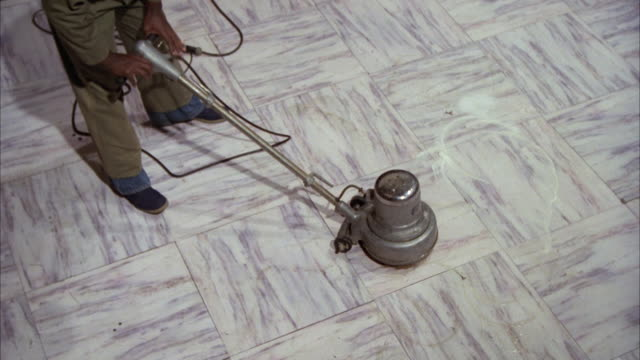 stockvideo's en b-roll-footage met ms man polishing white marble floor by polishing machine / unspecified - betegelde vloer