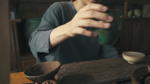 man pouring tea into cup - teapot stock videos & royalty-free footage