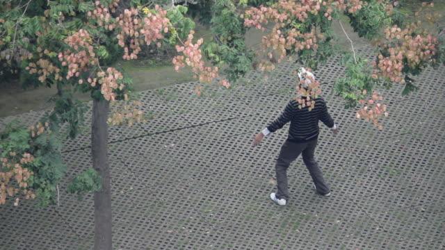 stockvideo's en b-roll-footage met ls ha man practices qigong(breathing exercise) in the park/xian,shaanxi,china - benen gespreid