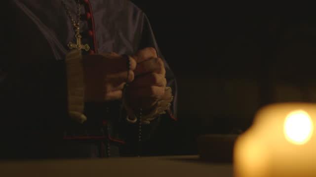 man praying in candlelit room - tudor/elizabethan era reenactment - beten stock-videos und b-roll-filmmaterial
