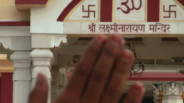 CU ZO Man praying in front of Birla Mandir / Delhi, India