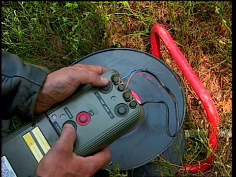 vídeos y material grabado en eventos de stock de a man prepares an explosive device. - dinamita