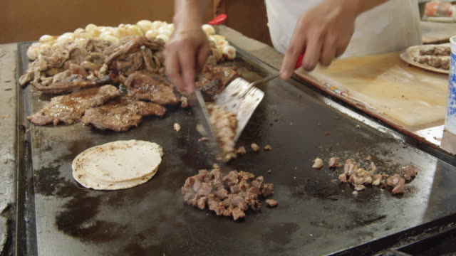 cu man preparing mexican tacos at a local taqueria - taco stand stock videos & royalty-free footage