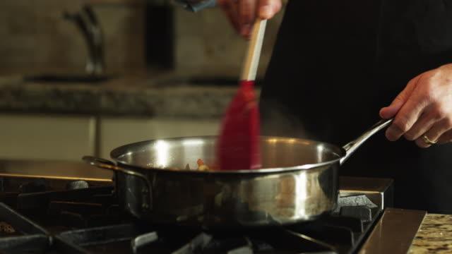 vídeos de stock, filmes e b-roll de cu ds man preparing stew, mid section / orem, utah, usa - orem utah