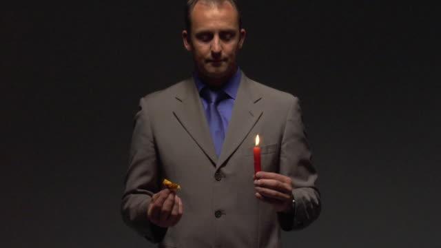 vídeos de stock, filmes e b-roll de ms man producing sphere from candle flame - mágico