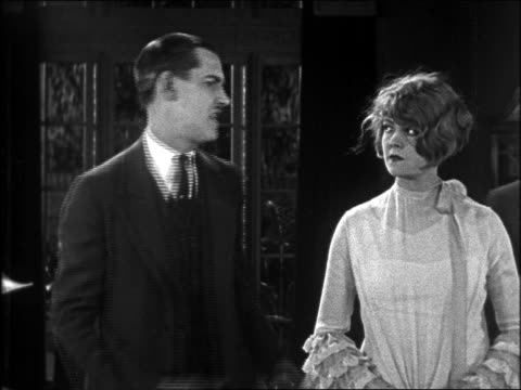 b/w 1926 man (charley chase) pulling flapper woman off screen / feature - 1926 bildbanksvideor och videomaterial från bakom kulisserna