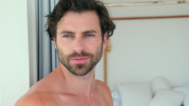 vídeos y material grabado en eventos de stock de man relaxing - barba de tres días