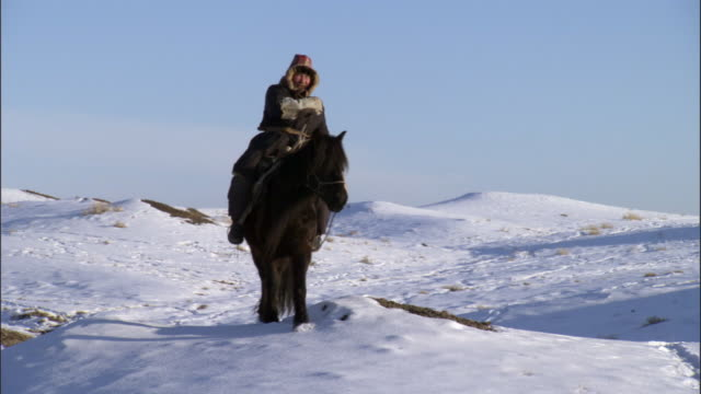 man rides horse over snow, jiakuerte, china - einzelner senior stock-videos und b-roll-filmmaterial