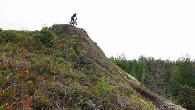 A man riding his mountain bike. - 1920x1080