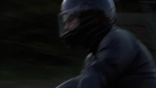 cu ts zi zo man riding motorbike on country road / london, uk - fahrzeug fahren stock-videos und b-roll-filmmaterial