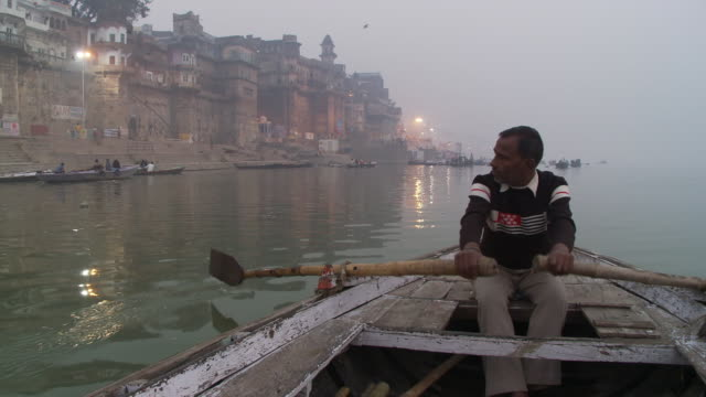 man rowing a boat along a foggy shoreline in india. - boat point of view stock videos & royalty-free footage