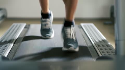 slo mo cu man running on a treadmill - treadmill stock videos & royalty-free footage
