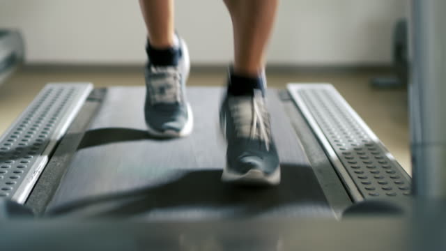 slo mo cu man running on a treadmill - treadmill stock videos & royalty-free footage
