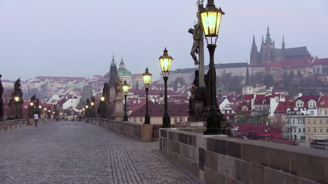 ms man running on charles bridge at early morning / prague, hlavni mesto praha, czech republic - charles bridge stock videos and b-roll footage