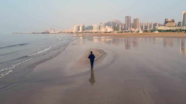 man running on the beach in morning - horizon stock videos & royalty-free footage