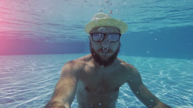man selfie underwater with mobile phone - selfie video stock e b–roll