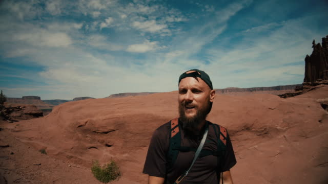 man selfie video hiking in the great southwest usa - canyon stock videos & royalty-free footage