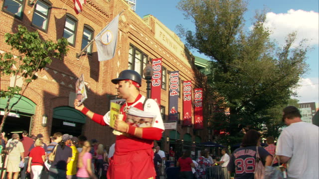 vídeos de stock, filmes e b-roll de ms man selling $2 program before game at fenway park / boston, massachusetts, usa - escrita ocidental