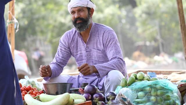 man selling vegetable on street cart - market trader stock videos & royalty-free footage