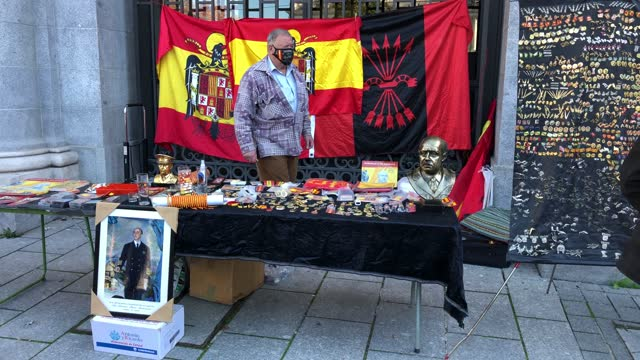 stockvideo's en b-roll-footage met man sells francoism and far right wing themed souvenirs during a rally commemorating the 45th anniversary of spain's former dictator general... - pardo