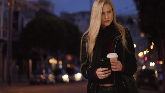 stockvideo's en b-roll-footage met man sends beautiful blond date to wrong address on purpose - natuurlijk haar