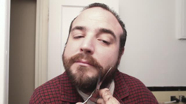 T/L MONTAGE Man shaving beard off / New York City, USA