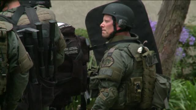 """man shoots himself in standoff with irvine police on july 5, 2012. a man barred from an irvine home due to a """"domestic issue"""" barricaded himself... - irvine verwaltungsbezirk orange county stock-videos und b-roll-filmmaterial"""