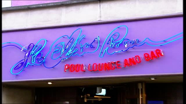man shot at elbow room nightclub in islington england london islington ext general view of police car parked outside 'the elbow room' nightclub where... - islington stock-videos und b-roll-filmmaterial