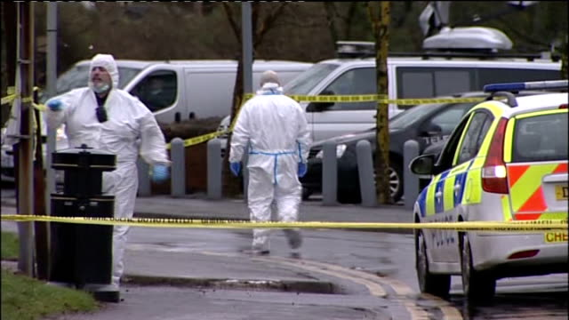 man shot dead by armed police officers in cheshire village england cheshire culcheth ext wide shot cordonedoff road with police tape cordon in... - ロープ仕切り点の映像素材/bロール