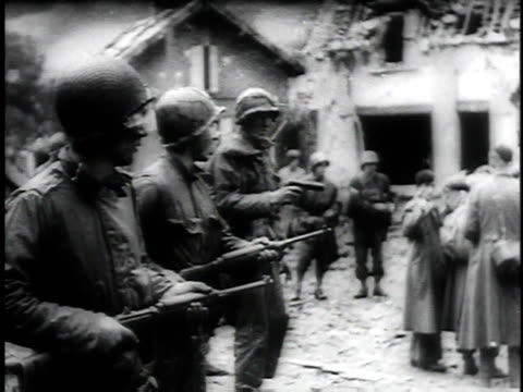man shouting go feet running out of cover / parachuting solders / prisoners walking out of building surrendered / children running to beach present... - fallschirmjäger stock-videos und b-roll-filmmaterial