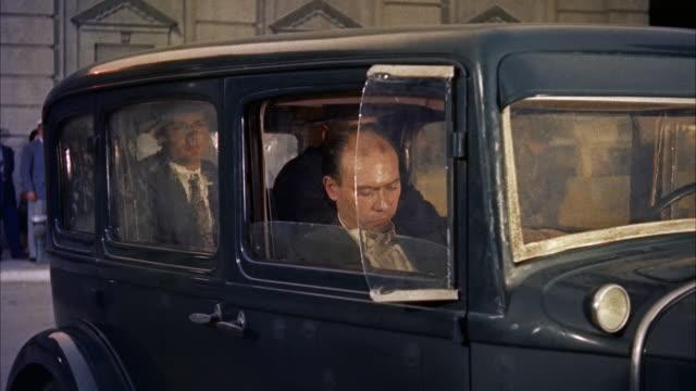 ms man shouting in car - ペディメント点の映像素材/bロール