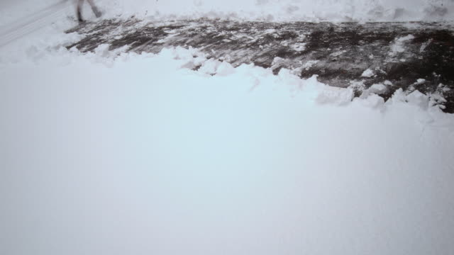 vídeos de stock e filmes b-roll de t/l, ms, ha, canted, man shoveling snow on driveway, farmington, connecticut, usa - pá para neve