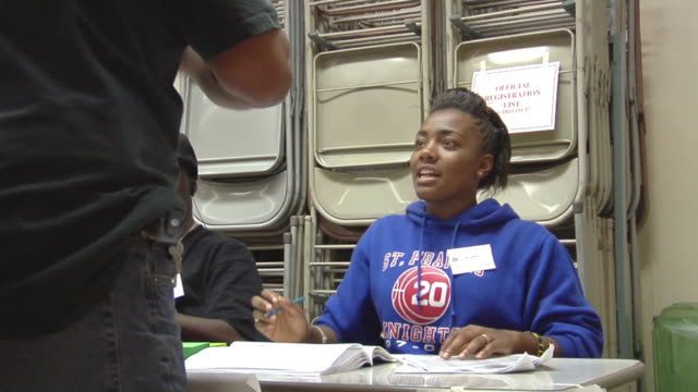 vídeos de stock, filmes e b-roll de ms, man signing in at registration table at polling place, toledo, ohio, usa - título de eleitor