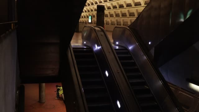 vídeos de stock, filmes e b-roll de a man sits in an empty gallery place – chinatown metro station april 1 2020 in washington dc the district of columbia has joined other states and... - maryland estado