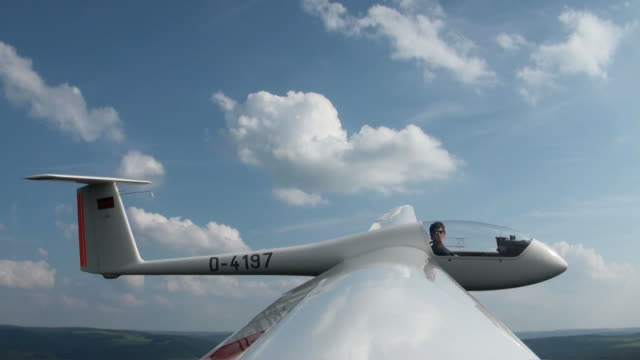 stockvideo's en b-roll-footage met ws pov tu td man sitting on sailplane in air / konz-koenen, saar-valley, rhineland-palatinate, germany - zweefvliegtuig