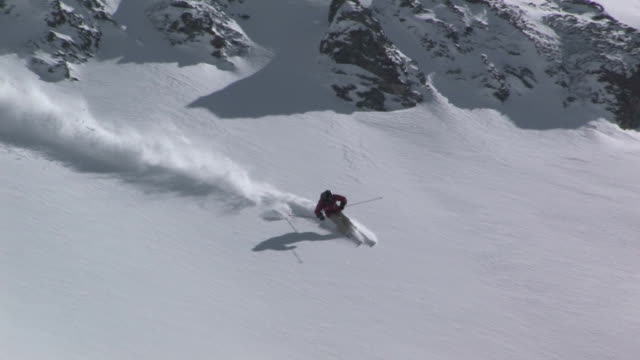 ws, ha, man skiing down steep mountain, san juan mountains, colorado, usa - ski slope stock videos & royalty-free footage
