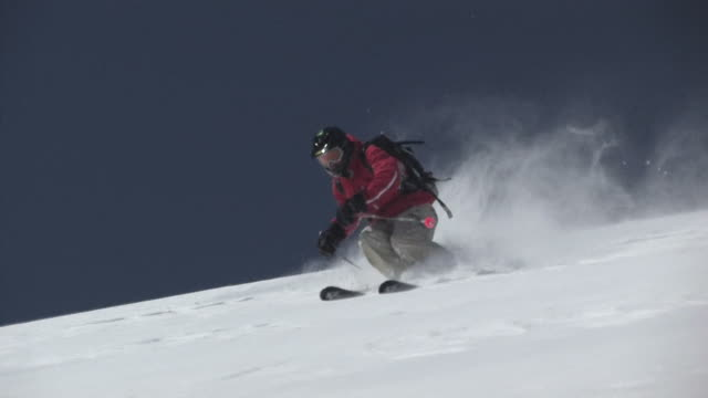 ms, ts, man skiing down steep mountain, san juan mountains, colorado, usa - ski slope stock videos & royalty-free footage