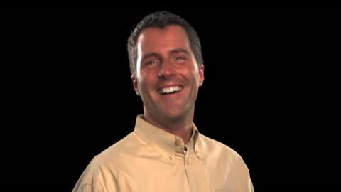vídeos y material grabado en eventos de stock de man smiling - this clip has an embedded alpha-channel - keyable